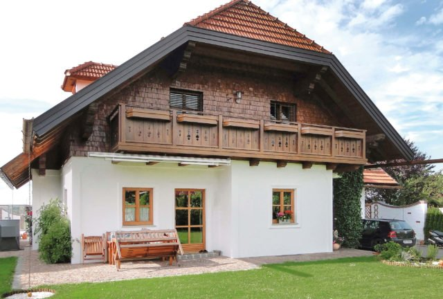 Landhaus in den Bergen mit Alu Classic Oberstdorf Balkongeländer